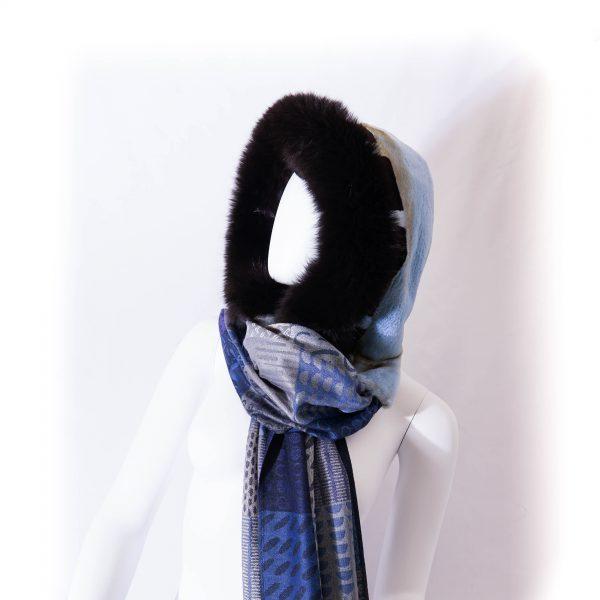 capuche noir et bleu